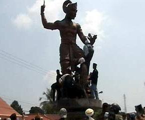 Patung Wayang Karya Budaya Indonesia